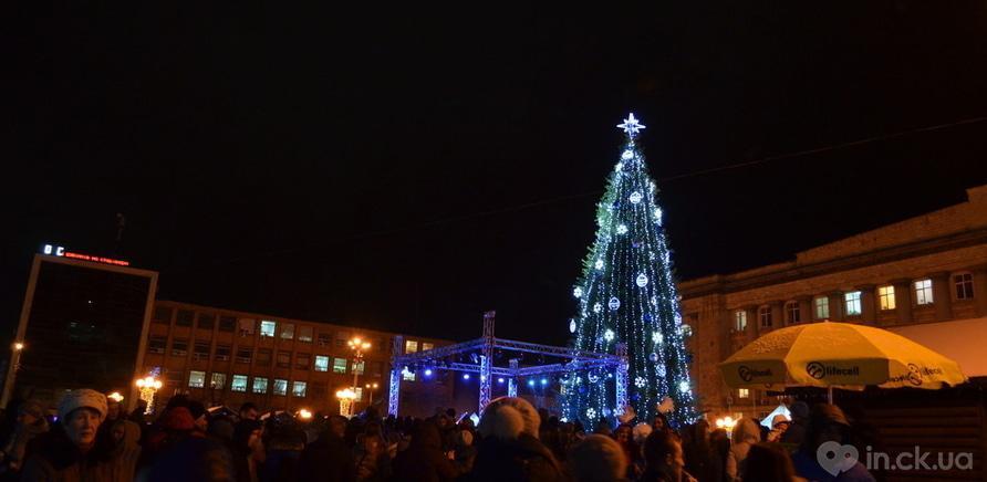 Фото 3 - Святой Николай зажег новогоднюю елку на Соборной площади
