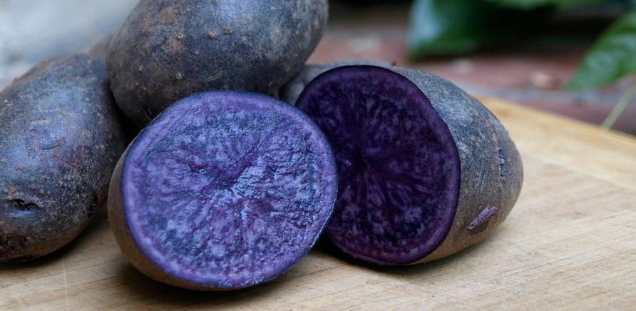 Фото 2 - Клубень фиолетового картофеля