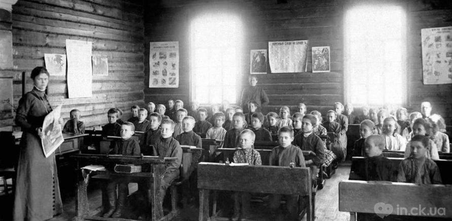 Учительствовали в народных школах в основном женщины
