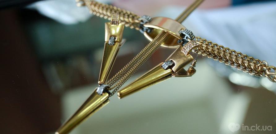 """Фото 1 - Позолочені сережки та підвіска """"Рilgrim"""" для образу ділової жінки"""