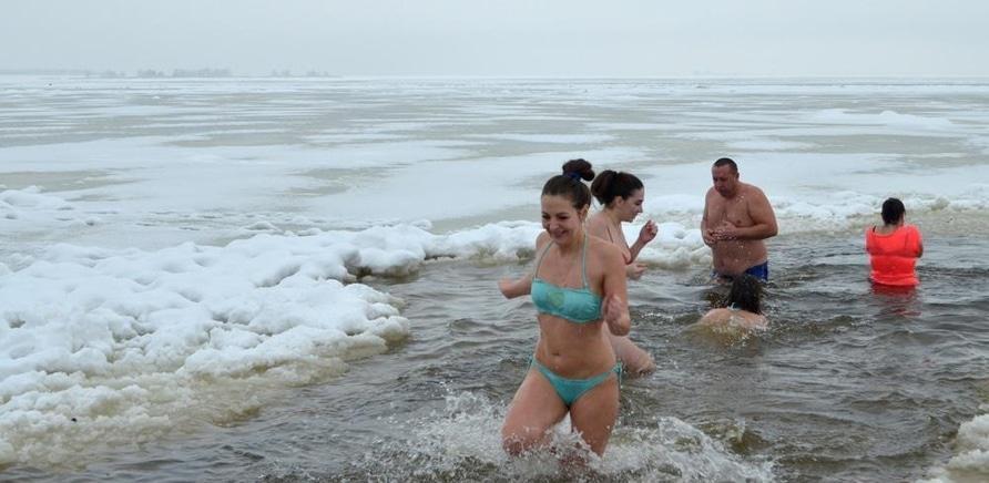 'Крещение по-черкасски: как горожане зимний купальный сезон открывали'