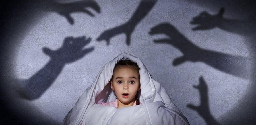 'Черви в зубах и верба из 'того места': черкасщане рассказали, чем их пугали в детстве'