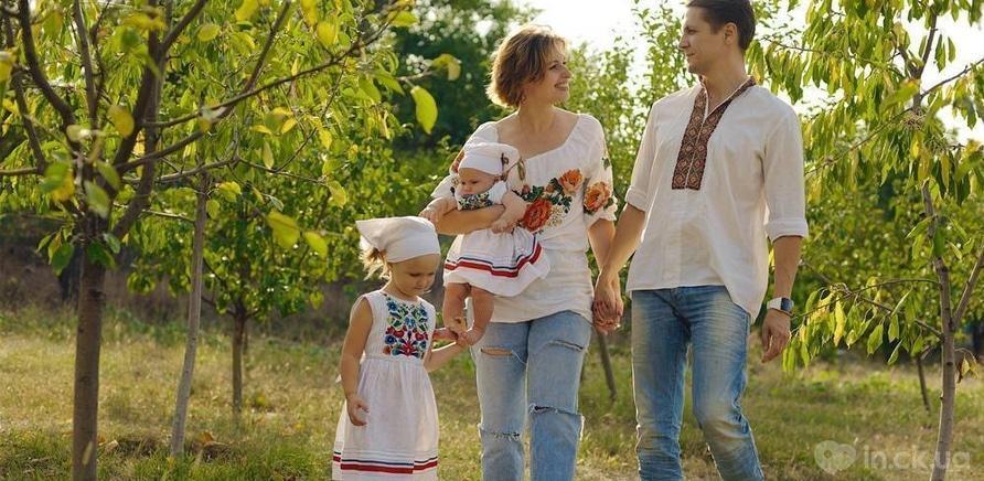 Фото 2 - Анна Колодницька з чоловіком і дітьми