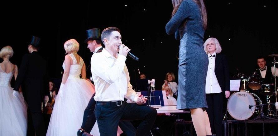 'Актер черкасского драмтеатра сделал предложение любимой во время концерта'