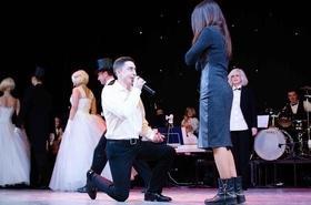 Статья 'Актер черкасского драмтеатра сделал предложение любимой во время концерта'