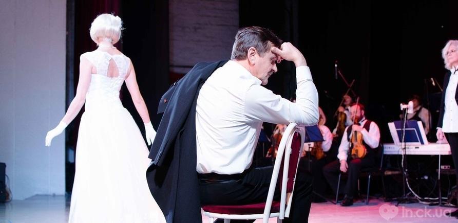 Фото 3 - Актер черкасского драмтеатра сделал предложение любимой во время концерта ко Дню Валентина