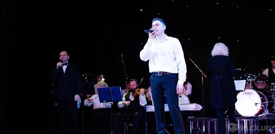 Фото 7 - Актер черкасского драмтеатра сделал предложение любимой во время концерта ко Дню Валентина