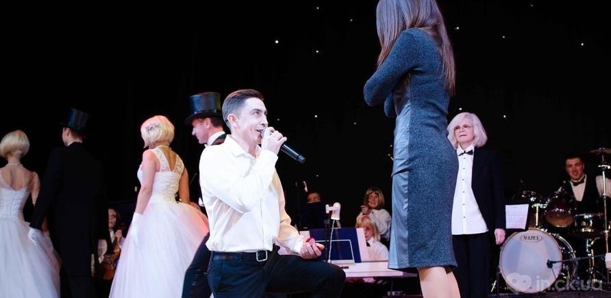 Фото 8 - Актер черкасского драмтеатра сделал предложение любимой во время концерта ко Дню Валентина