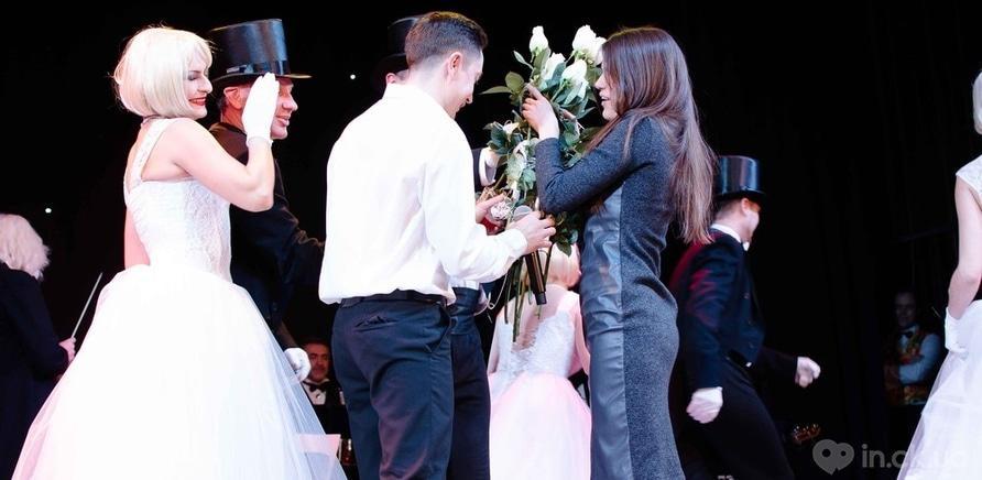 Фото 11 - Актер черкасского драмтеатра сделал предложение любимой во время концерта ко Дню Валентина