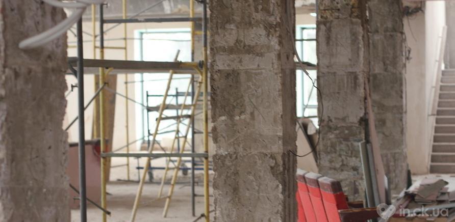 Фото 4 - Черкаський драмтеатр: ремонтні роботи набирають обертів
