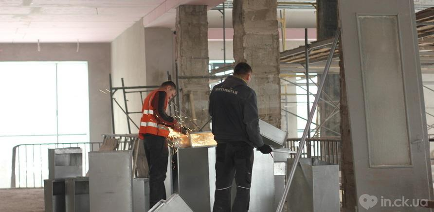 Фото 7 - Черкаський драмтеатр: ремонтні роботи набирають обертів