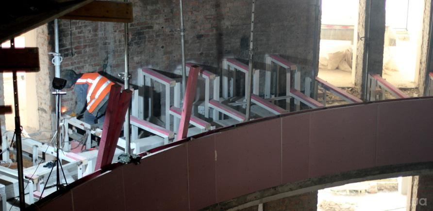 Фото 8 - Черкаський драмтеатр: ремонтні роботи набирають обертів