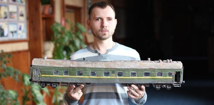 'Черкасщанин изготавливает реалистичные модели бронетехники'