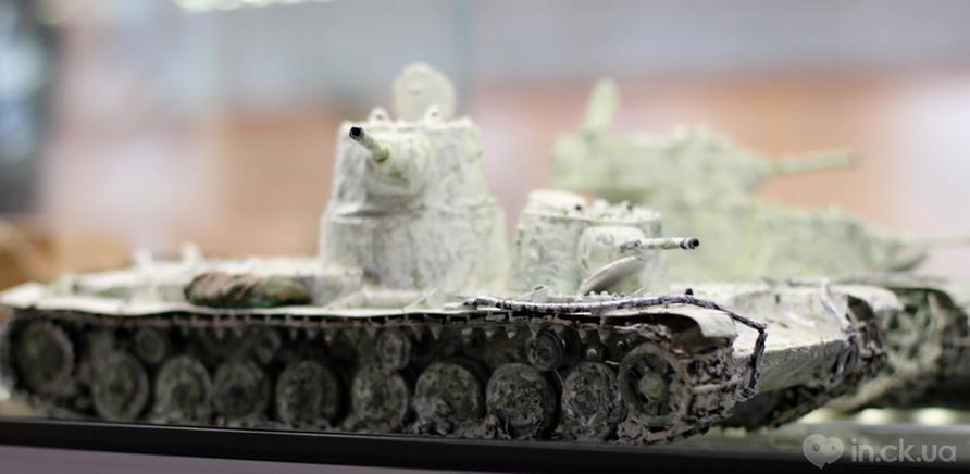 Фото 6 - Готовые модели бронетехники разрисовываются акриловой краской