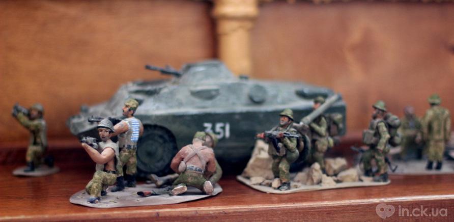 Фото 10 - Фигурки солдат и модели техники вместе образуют реалистичные диараммы
