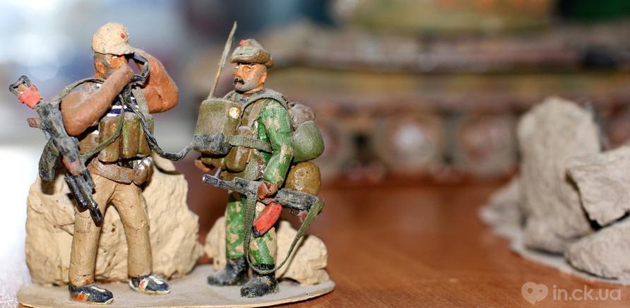Фото 1 - Фигурки солдат изготовленные из хлеба и раскрашены акриловой краской