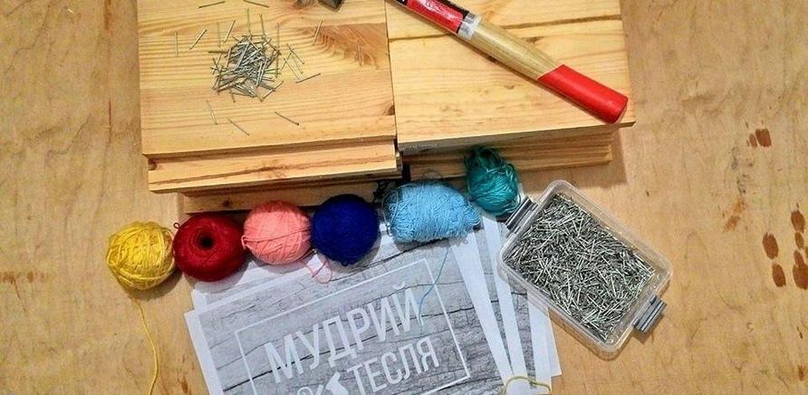 'Черкасщанин бесплатно обучает детей плотничеству'