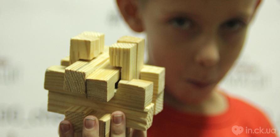 Фото 6 - Черкащанин бесплатно обучает детей теслярству