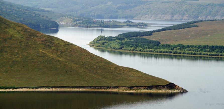 Фото 2 - Затопленное село Бакота. Со скал открывается панорама Днестра. Фото – igormelika.com.ua