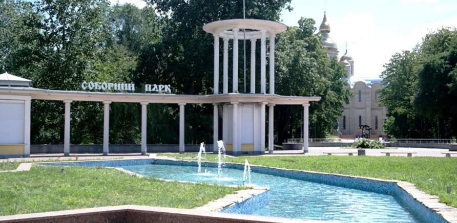Фонтан у формі Кременчуцького водосховища. Фото з сайту міськради