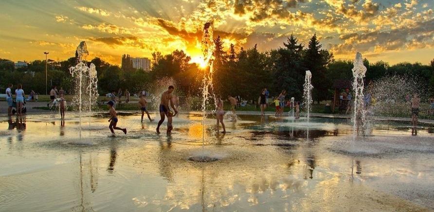 Фото 1 - Пішохідний фонтан в Долині троянд. Фото – Lana Kravchenko