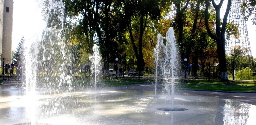 Фото 2 - Пішохідний фонтан біля Водоканалу. Фото з сайту міськради