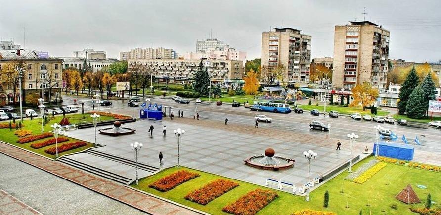 Фонтани-близнюки на Соборній площі. Фото – Олександр Костирко
