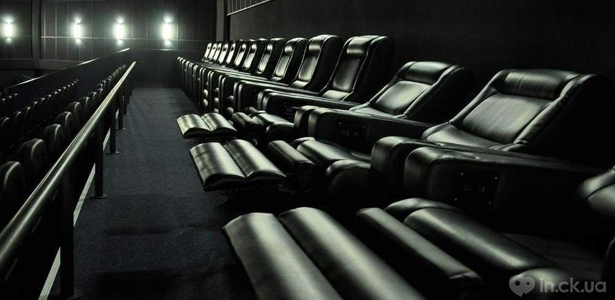 """Фото 1 - Кресло для кинотеатра """"Мультиплекс"""" в ТРЦ """"Караван"""""""