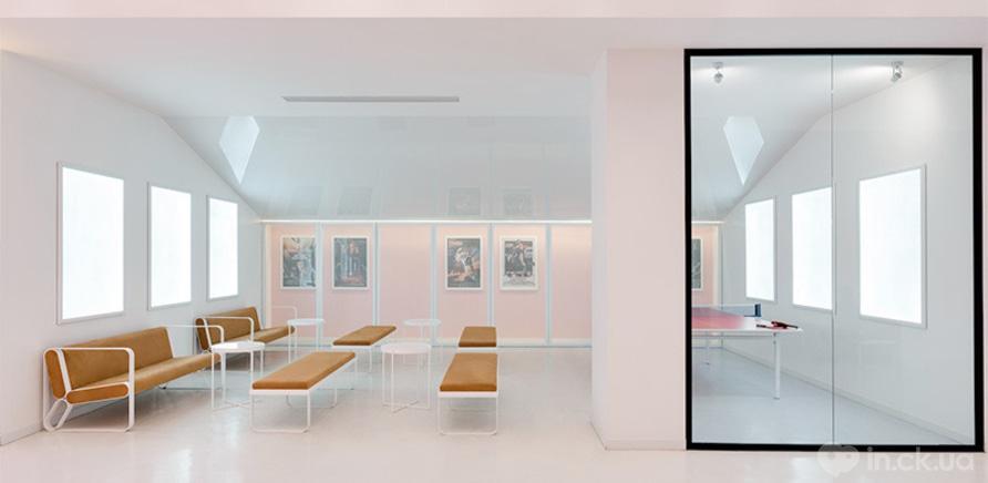 """Фото 2 - Мебель для фойе кинотеатра """"Мультиплекс"""" в ТРЦ """"Lavina Mall"""""""