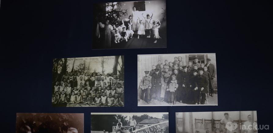 """Фото 2 - Выставка """"Хочу к маме"""" открылась в Черкассах"""