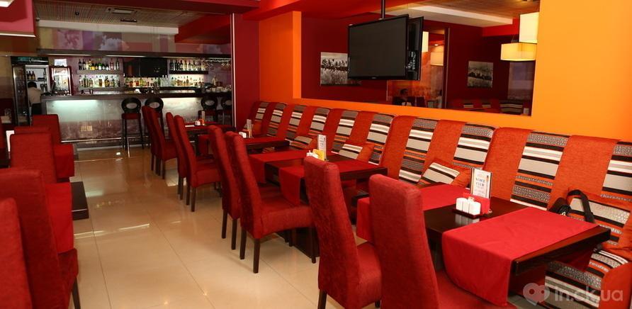 """Фото 2 - Изготовление мебели для арт-кафе """"Паприка"""" было одним из первых проектов"""