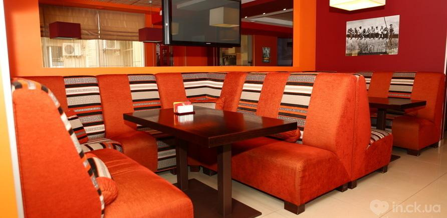 """Фото 3 - Изготовление мебели для арт-кафе """"Паприка"""" было одним из первых проектов"""