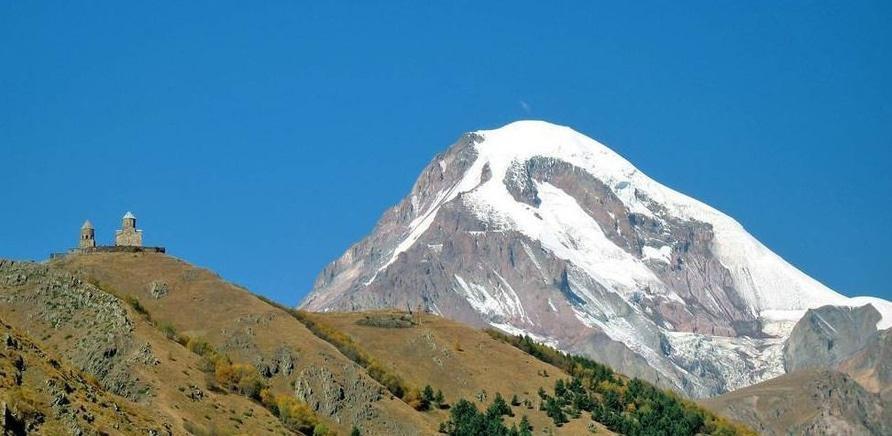 'Ученик 9 гимназии покорил вершину одной из гор Кавказа'