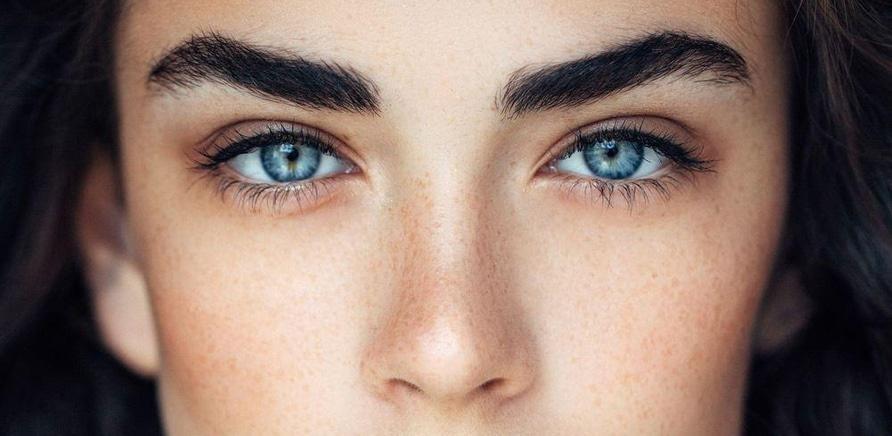 'Все дело в бровях: чем перманентный макияж отличается от микроблейдинга'