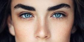 Статья 'Все дело в бровях: чем перманентный макияж отличается от микроблейдинга'
