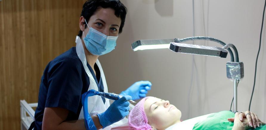 Фото 1 - Вся процедура нанесения перманентного макияжа занимает пару часов