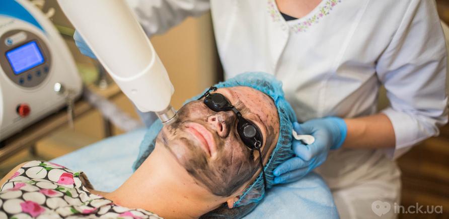 Фото 1 - Так проходить процедура омолодження обличчя