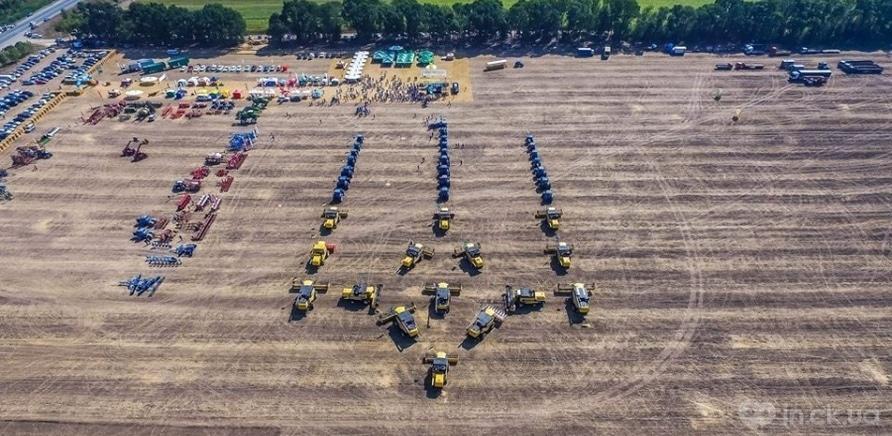 Фото 4 - Самый большой тризуб из сельхозтехники