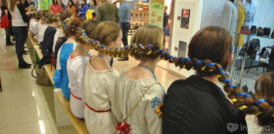 Фото 1 - Самая длинная девичья коса