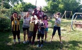 Стаття 'Черкаський дизайнер створює костюми супергероїв, щоб допомогти дітям'