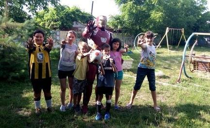 Статья 'Черкасский дизайнер создает костюмы супергероев, чтобы помочь детям'