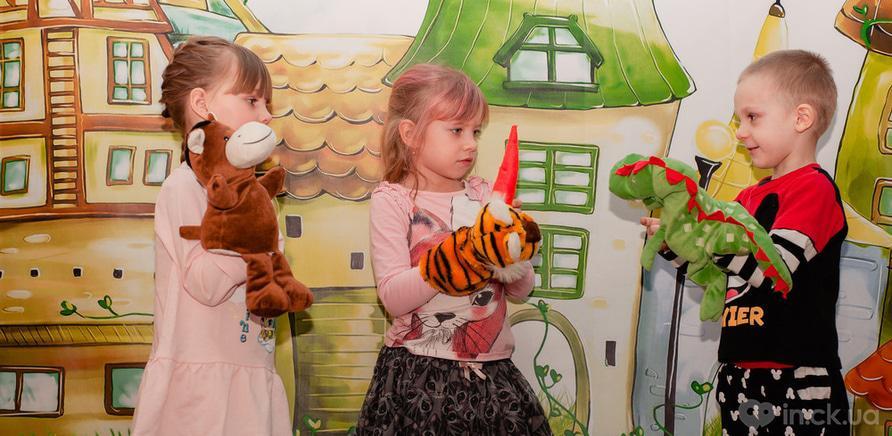 """Фото 1 - У Черкасах працює розвиваючий клуб-садочок для дітей """"Місто друзів"""""""