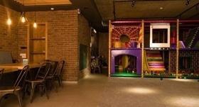Стаття 'Діти під наглядом, батьки відпочивають: у черкаському ресторані працює дитячий поверх'