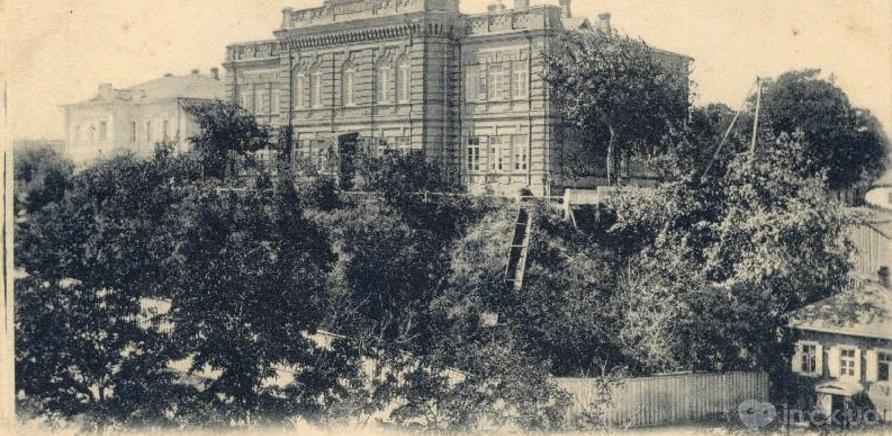 Первая министерская мужская гимназия (сейчас – Черкасское музыкальное училище имени С.С. Гулака-Артемовского)
