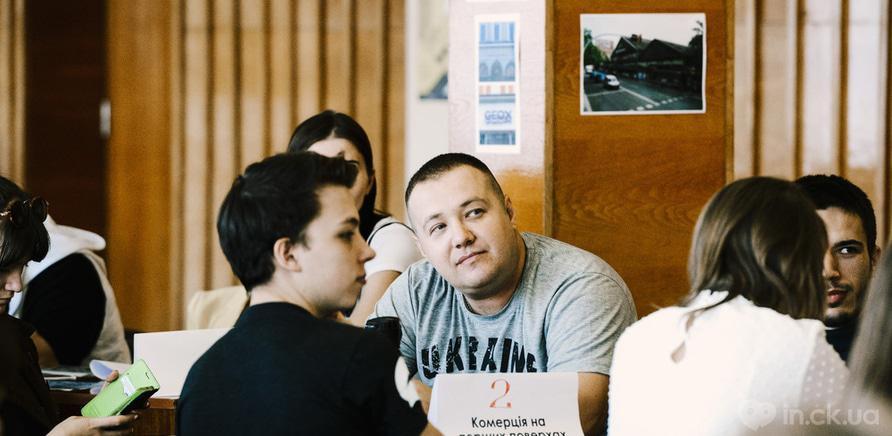 Фото 1 - Перезагрузка черкасских вывесок: в городе состоялась встреча-обсуждение. Фото – Kor Al