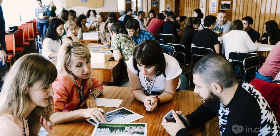 Фото 2 - Перезагрузка черкасских вывесок: в городе состоялась встреча-обсуждение. Фото – Kor Al