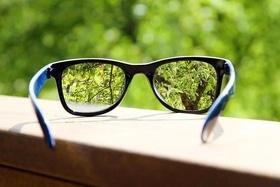 Статья 'Прогрессивная линза – одни очки скорректируют зрение в трех направлениях'