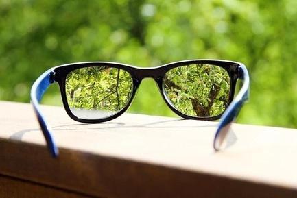 'Будь здоровий!' - стаття Прогресивна лінза – одні окуляри скоригують зір у трьох напрямках