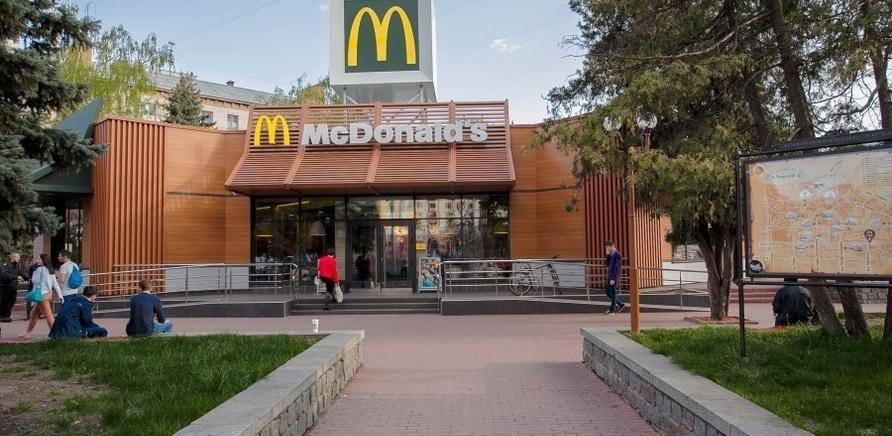 'Не свободная касса: McDonald's закрыли на реконструкцию'