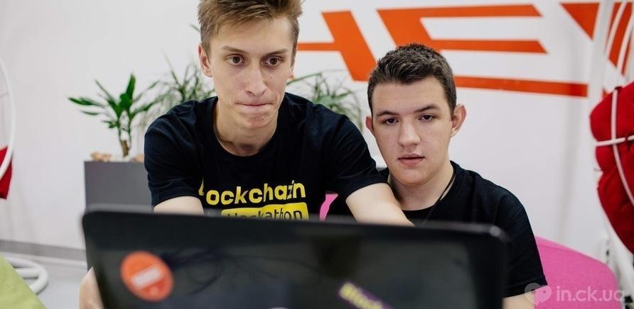 Фото 1 - Со школьной парты в ІТ-компанию: как выпускник начал работать программистом